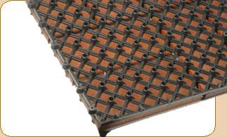 terrassenfliesen aus holz oder kunststoff mit stecksystem. Black Bedroom Furniture Sets. Home Design Ideas